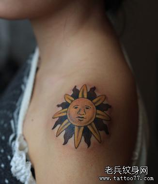 后背太阳十字图腾纹身图案