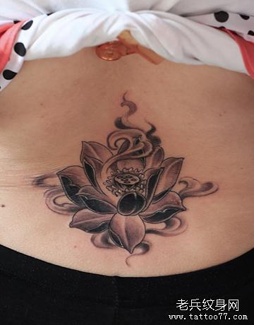 后背莲花纹身图案图片