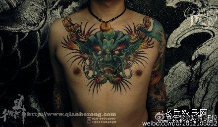 胸部龙头纹身图案图片