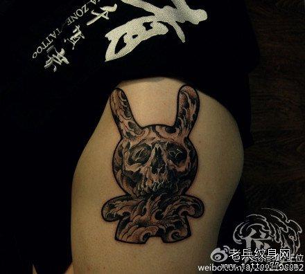 手臂龙与鬼纹身图案
