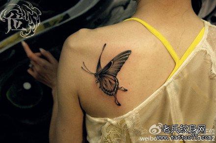 后背小蝴蝶纹身图案