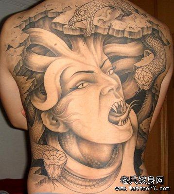 在纹身过程中,安德森感到很愉快,他认为这是父子间的一种伟大的情感
