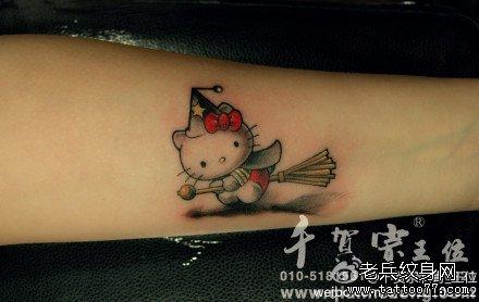 手部萌熊猫纹身图案