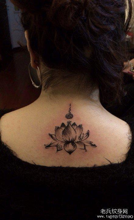 后背帅气莲花纹身图案