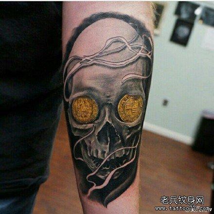 手部金钱骷髅纹身图案