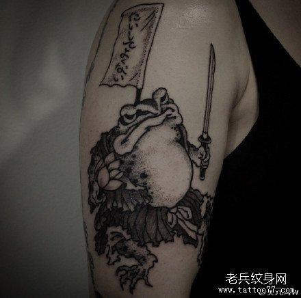 胳膊蛤蟆刀纹身图案
