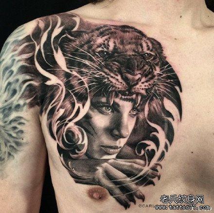 胸部人变虎纹身图案