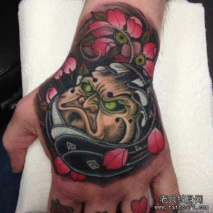 手部妖怪花纹身图案