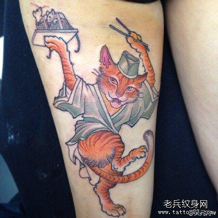 腿部猫吃鼠纹身图案