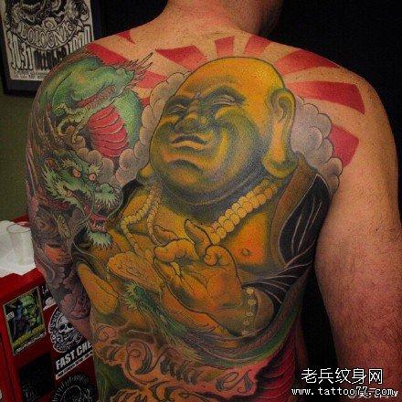 满背金胖与龙纹身图案