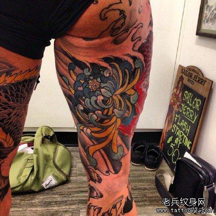 后腿蓝莲花纹身图案
