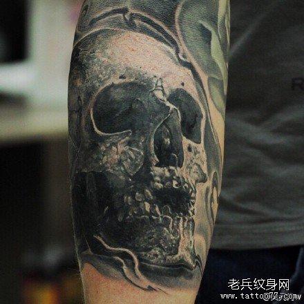 手部黑骷髅纹身图案