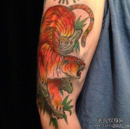 胳膊老虎纹身图案