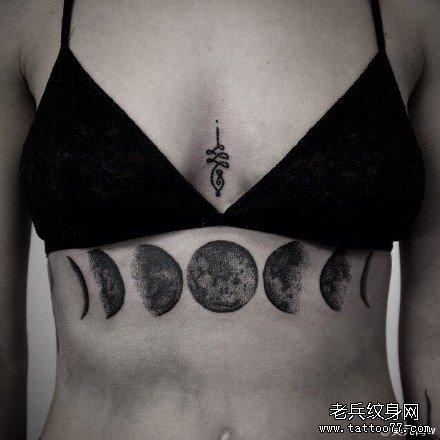 胸部月亮纹身图案