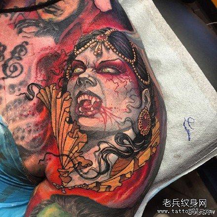 半胛吸血鬼女肖像纹身图案