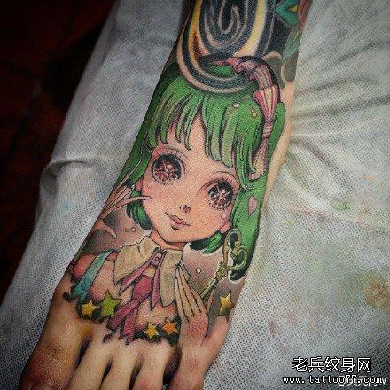 脚踝动漫女人肖像纹身图案