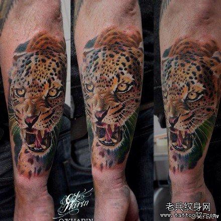 手部花豹纹身图案