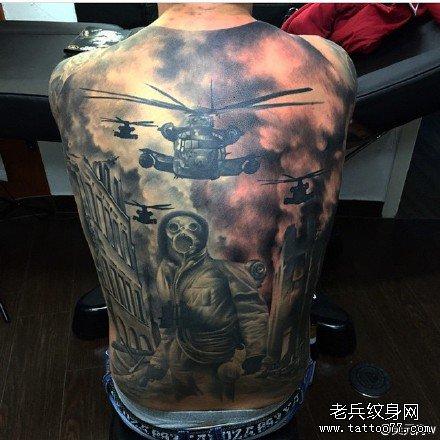 满背毒蛇直升机纹身图案