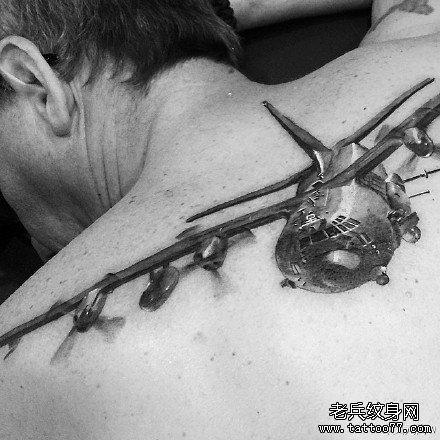 后背二战飞机纹身图案