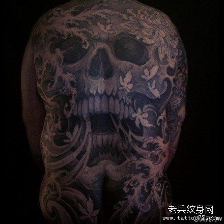 满背水浪骷髅纹身图案