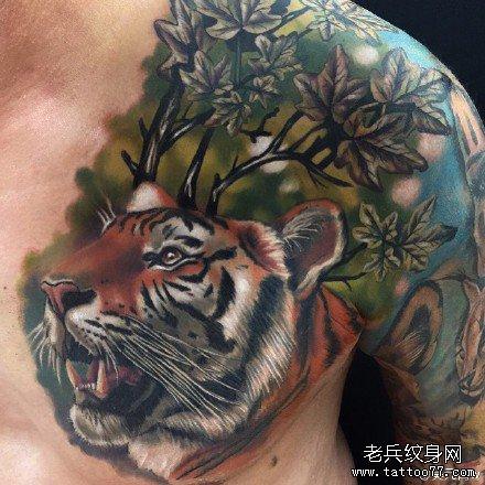 胸部老虎纹身图案