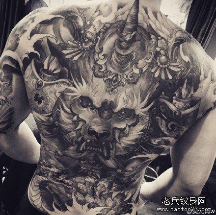 满背霸气独角兽纹身图案