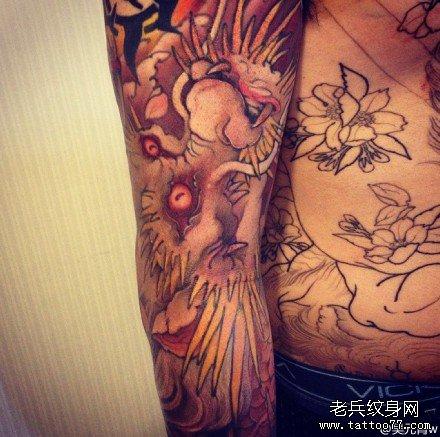 手臂神之龙纹身图案图片