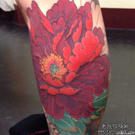 腿部红莲花纹身图案