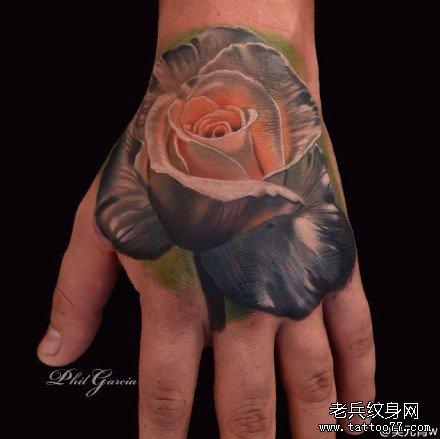 手部银玫瑰纹身图案