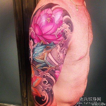 胳膊蛤蟆莲花纹身图案