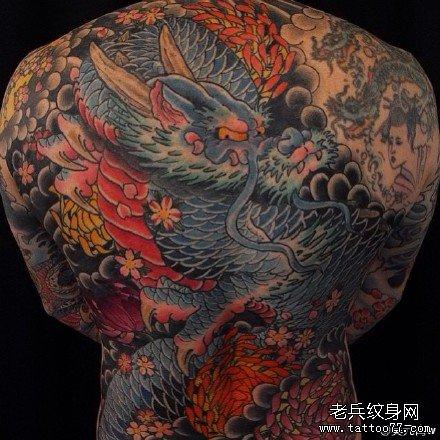 满背仙龙纹身图案