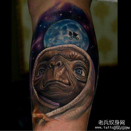 腿部et外星人纹身图案