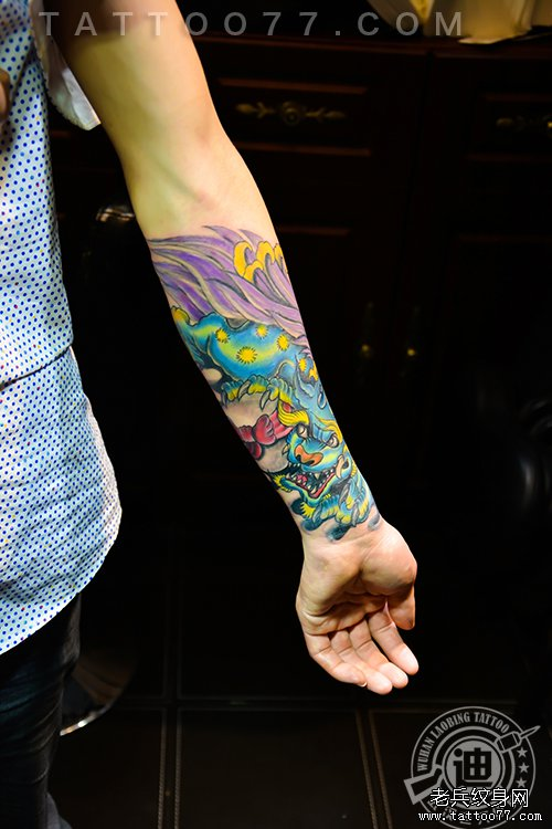 遮盖旧图:手臂唐狮子纹身图案作品