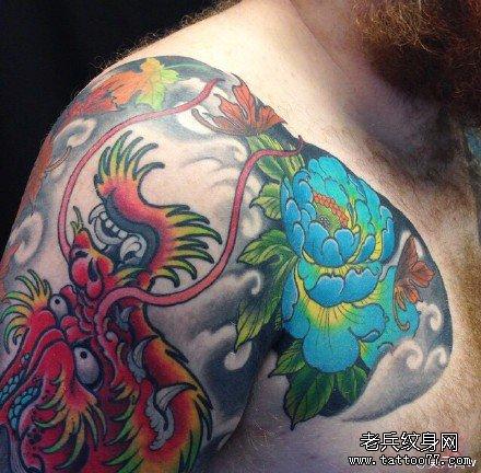 胳膊霸气黑龙纹身图案