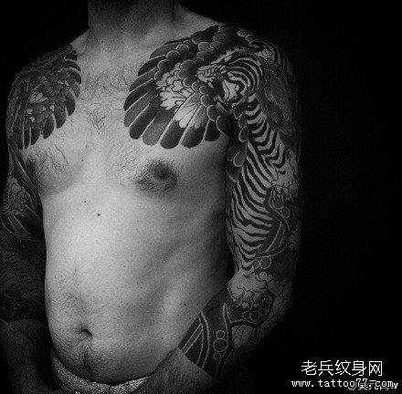 手臂猛虎纹身图案