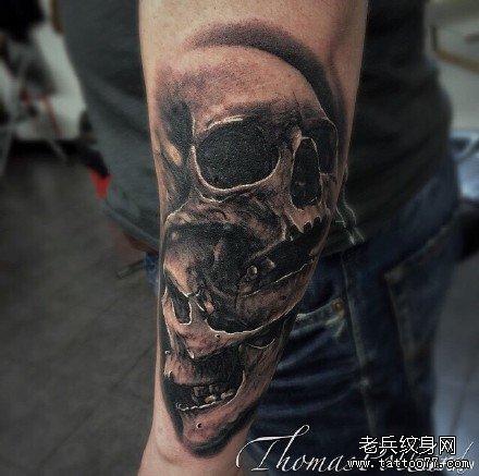 手部双骷髅纹身图案