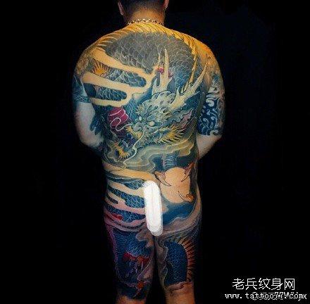 半胛绿龙纹身图案