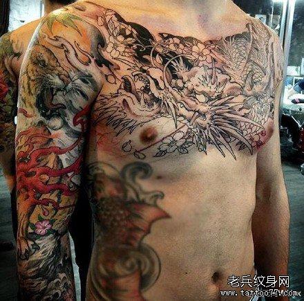 半胛虎龙纹身图案