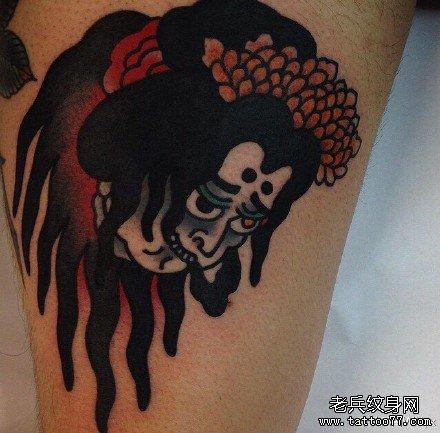 腿部日本女鬼纹身图案