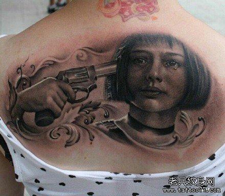 后背美丽女肖像纹身图案