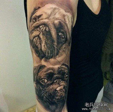 手部黑白牛狗纹身图案