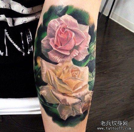 手部粉黄玫瑰纹身图案