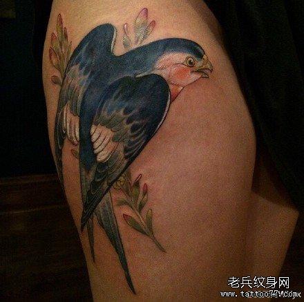 胳膊小燕子纹身图案