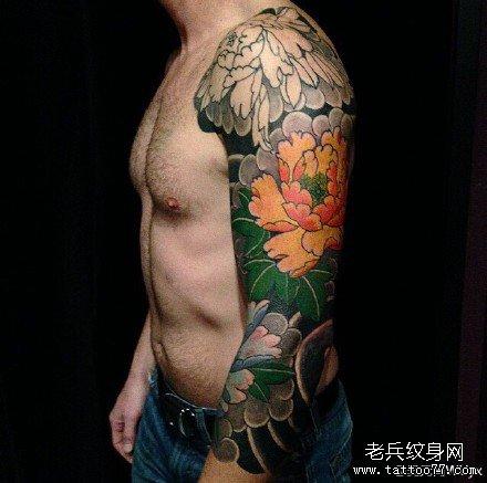 手臂莲花纹身图案