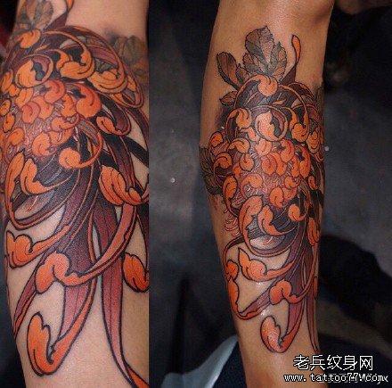 脚踝莲花金鱼纹身图案