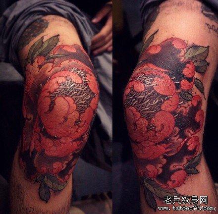胳膊紫莲花纹身图案