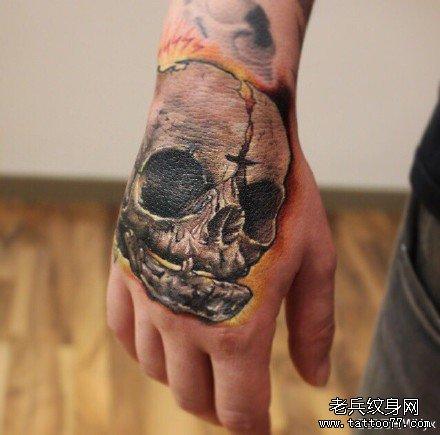 手部残骷髅纹身图案