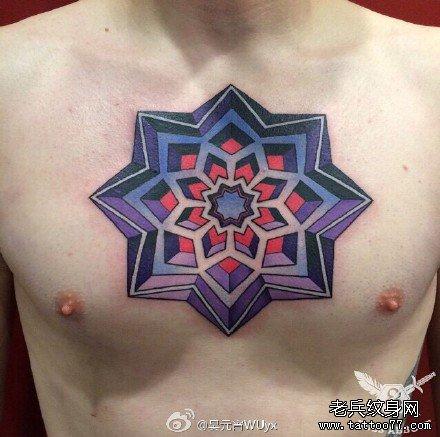 胸部彩色图腾纹身图案