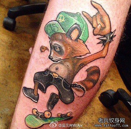 腿部搞笑松鼠纹身图案