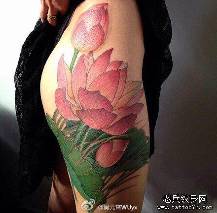 腿部粉莲花纹身图案